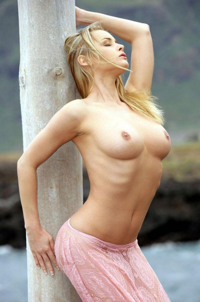 девушка ребра сиськи публичный, естественно