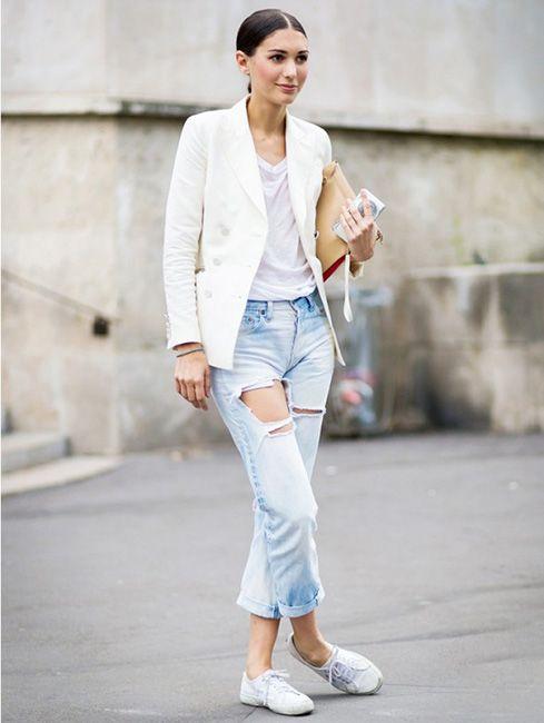 Білі кросівки  з чим і як носити головний хіт сезону - Люкс FM 52e5ebe8af3c9