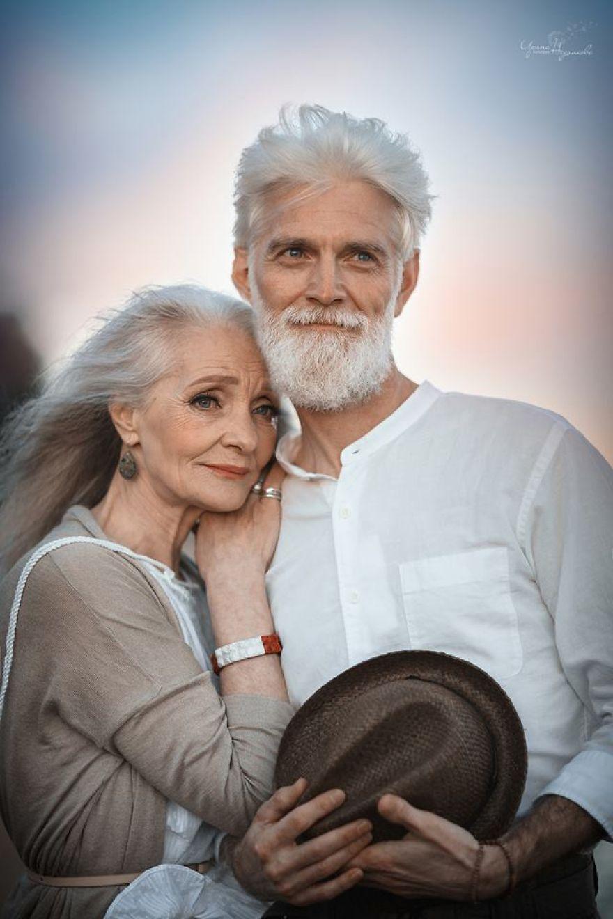 Ніжно та щиро  в мережі набирає популярності фотосесія закоханих  пенсіонерів - фото 328894 3379afab4ea29