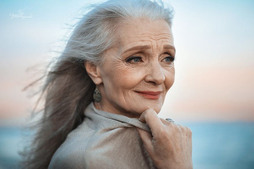 Ніжно та щиро  в мережі набирає популярності фотосесія закоханих  пенсіонерів - фото 328886 2d348e9eccf62
