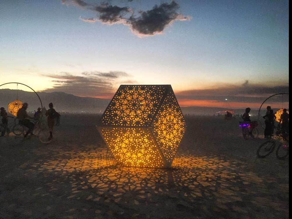 Пилюка, голі тіла та сучасне мистецтво: круті фото з фестивалю Burning Man 2017 - фото 336397