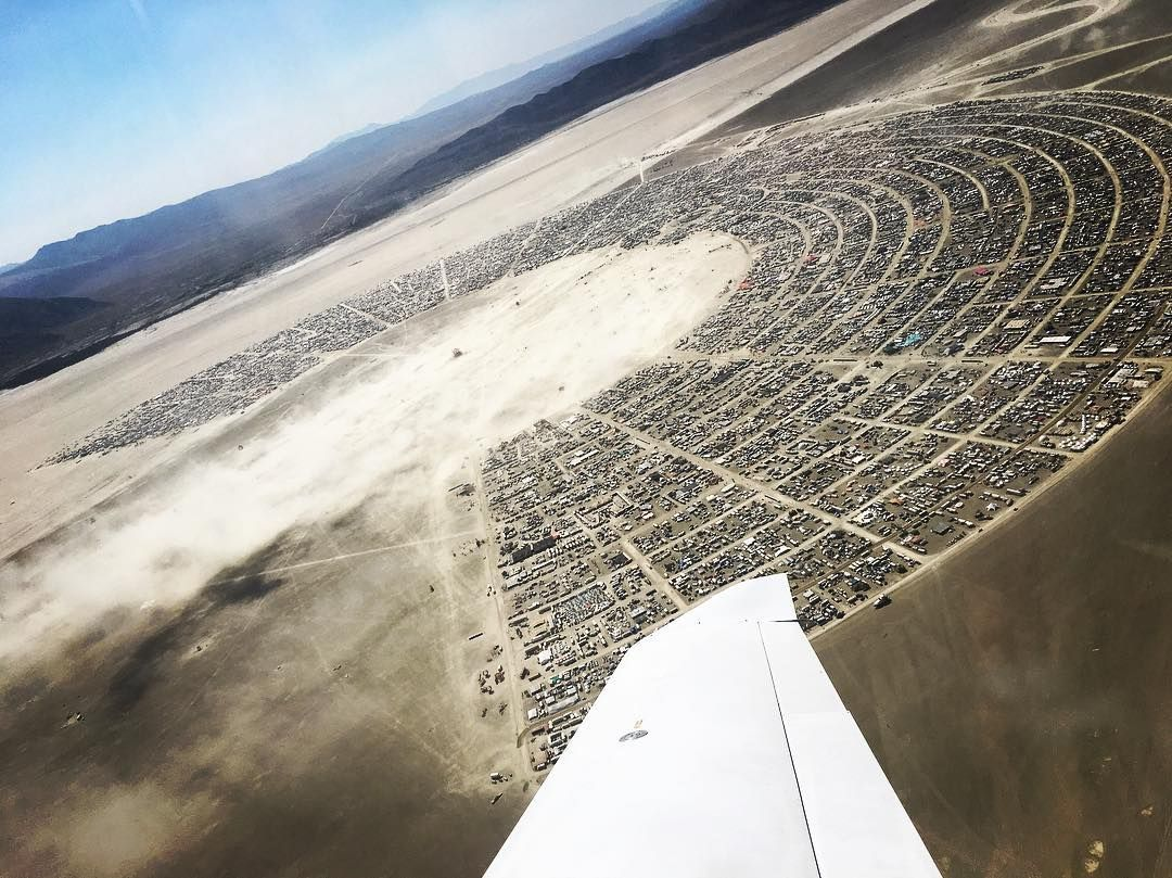Пилюка, голі тіла та сучасне мистецтво: круті фото з фестивалю Burning Man 2017 - фото 336389