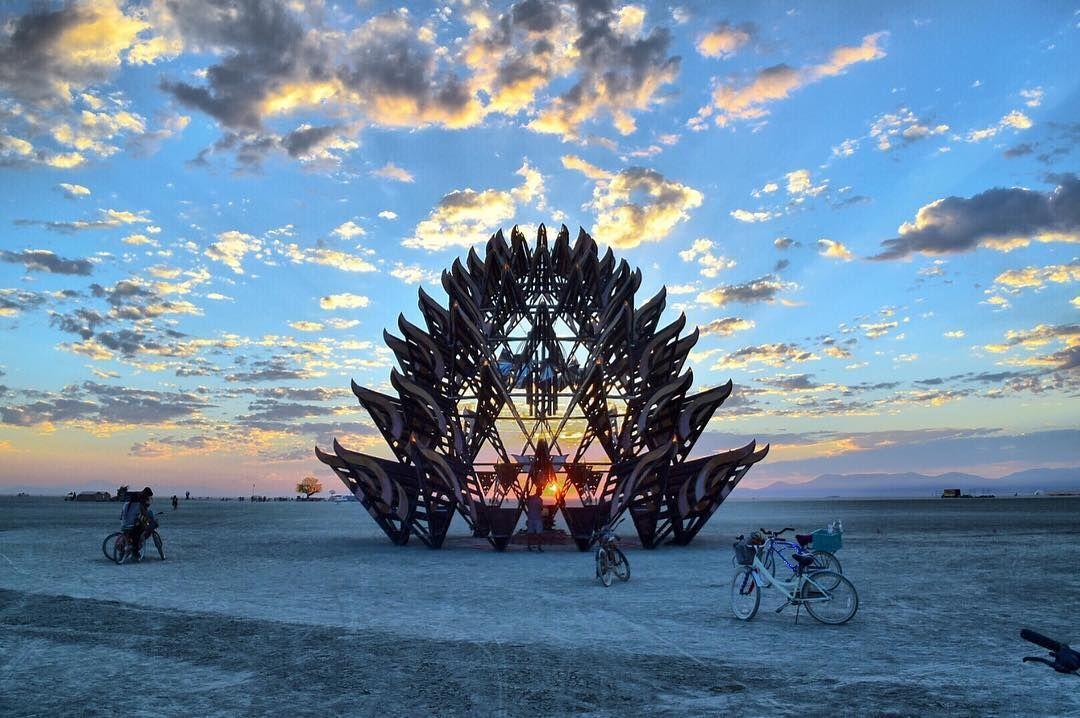 Пилюка, голі тіла та сучасне мистецтво: круті фото з фестивалю Burning Man 2017 - фото 336388