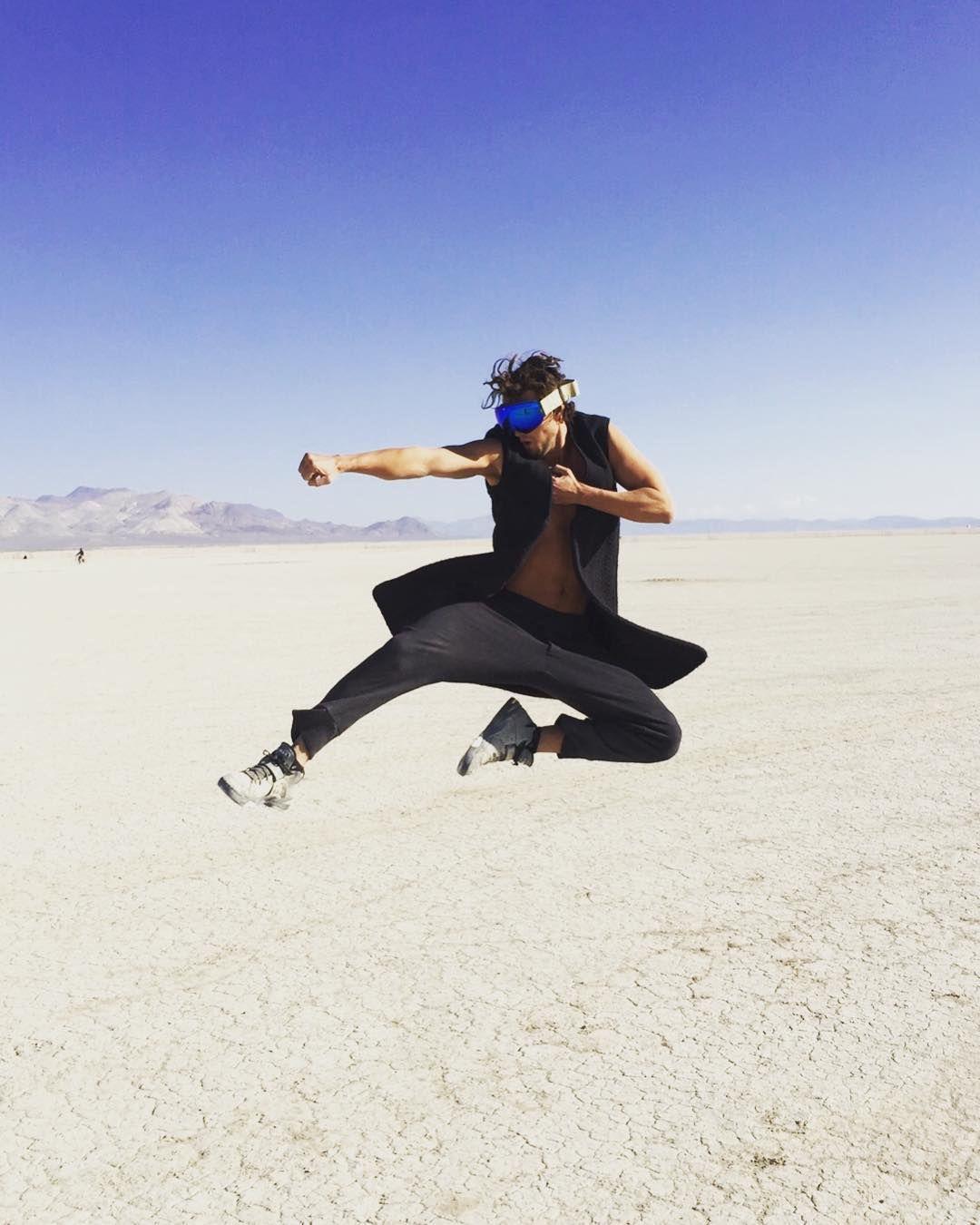 Пилюка, голі тіла та сучасне мистецтво: круті фото з фестивалю Burning Man 2017 - фото 336407