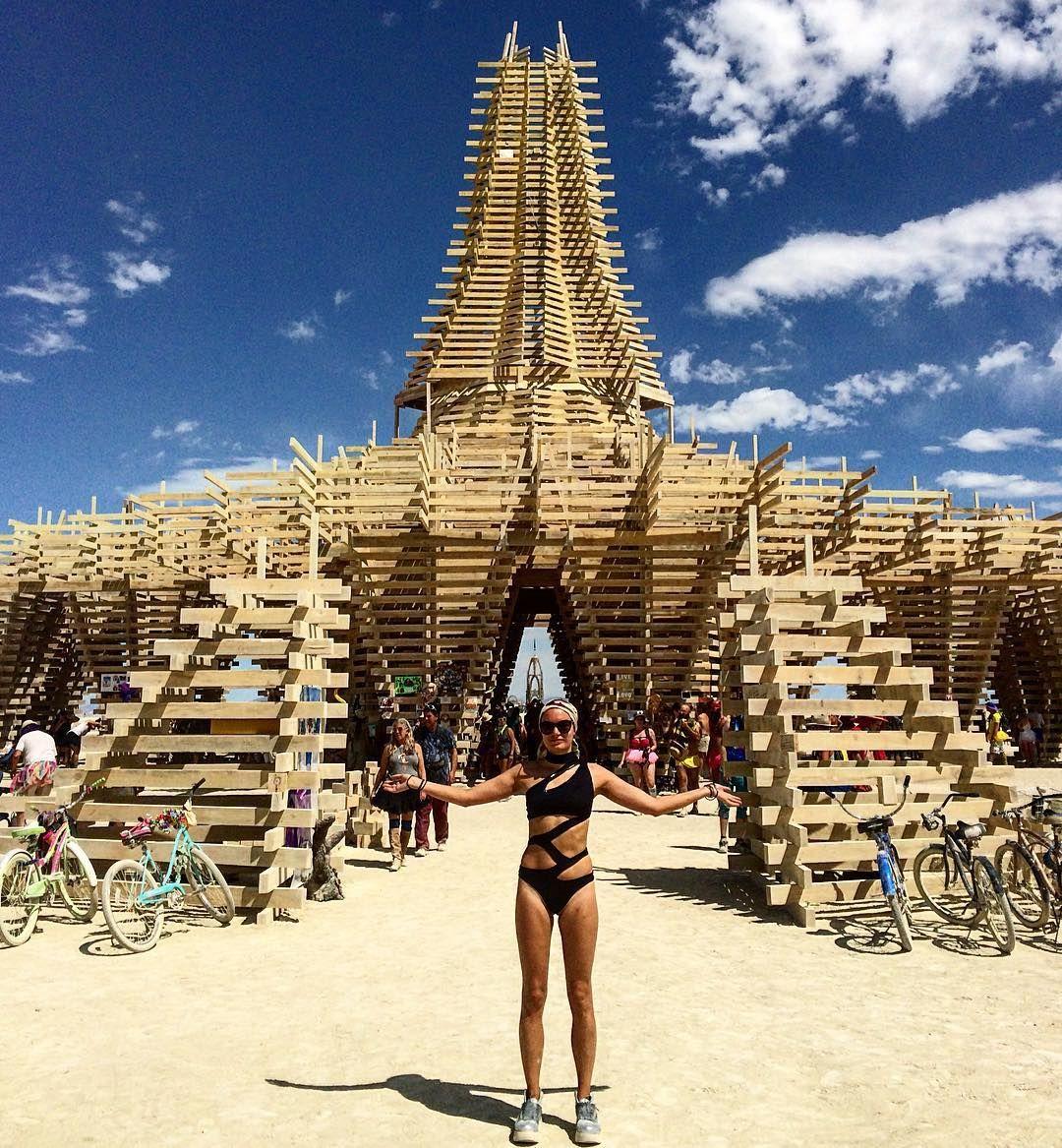 Пилюка, голі тіла та сучасне мистецтво: круті фото з фестивалю Burning Man 2017 - фото 336400