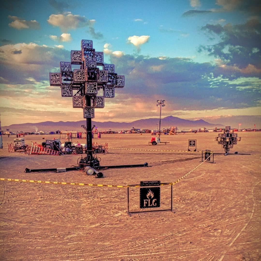 Пилюка, голі тіла та сучасне мистецтво: круті фото з фестивалю Burning Man 2017 - фото 336436