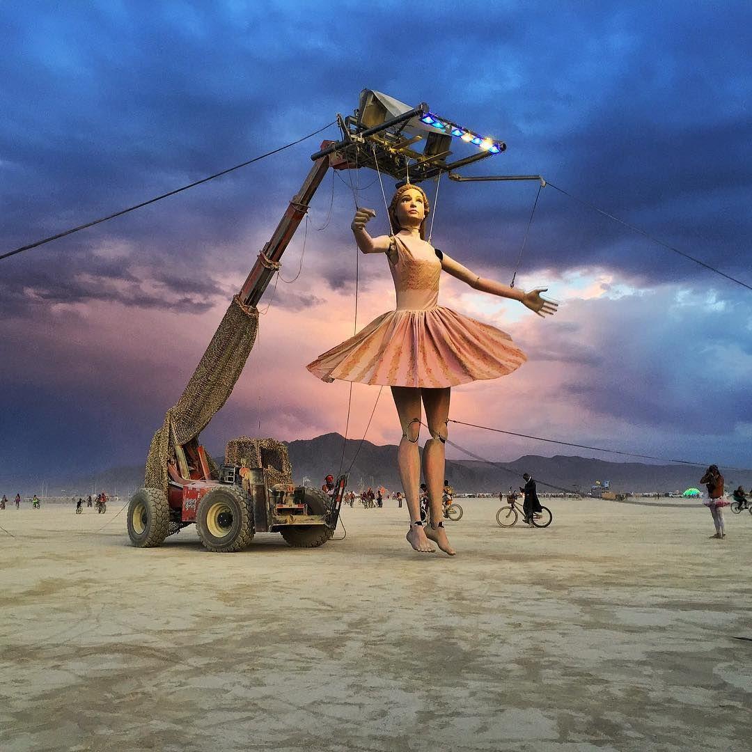 Пилюка, голі тіла та сучасне мистецтво: круті фото з фестивалю Burning Man 2017 - фото 336395