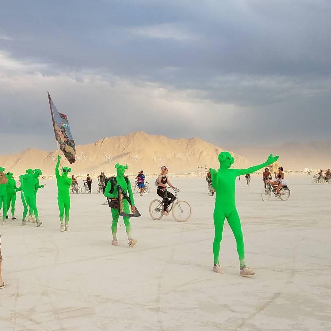 Пилюка, голі тіла та сучасне мистецтво: круті фото з фестивалю Burning Man 2017 - фото 336402