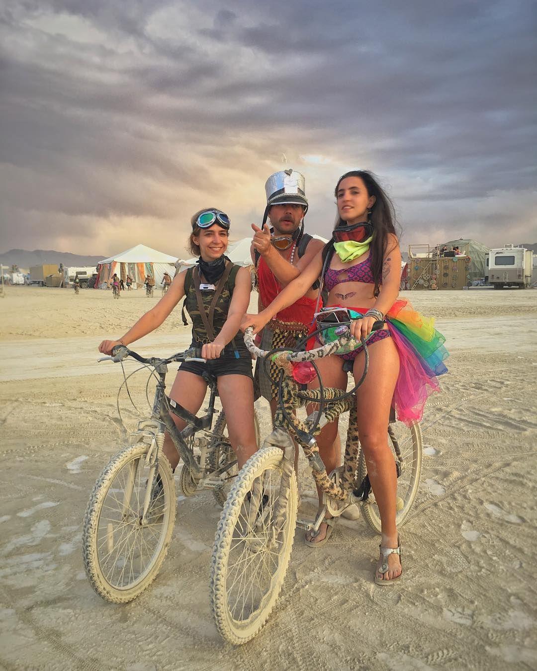 Пилюка, голі тіла та сучасне мистецтво: круті фото з фестивалю Burning Man 2017 - фото 336422