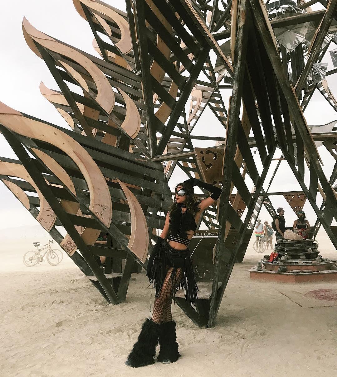 Пилюка, голі тіла та сучасне мистецтво: круті фото з фестивалю Burning Man 2017 - фото 336391