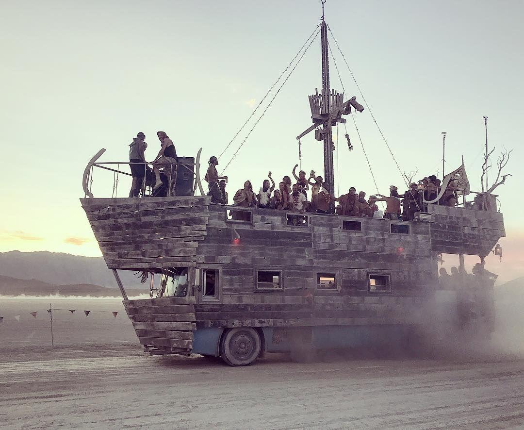 Пилюка, голі тіла та сучасне мистецтво: круті фото з фестивалю Burning Man 2017 - фото 336396