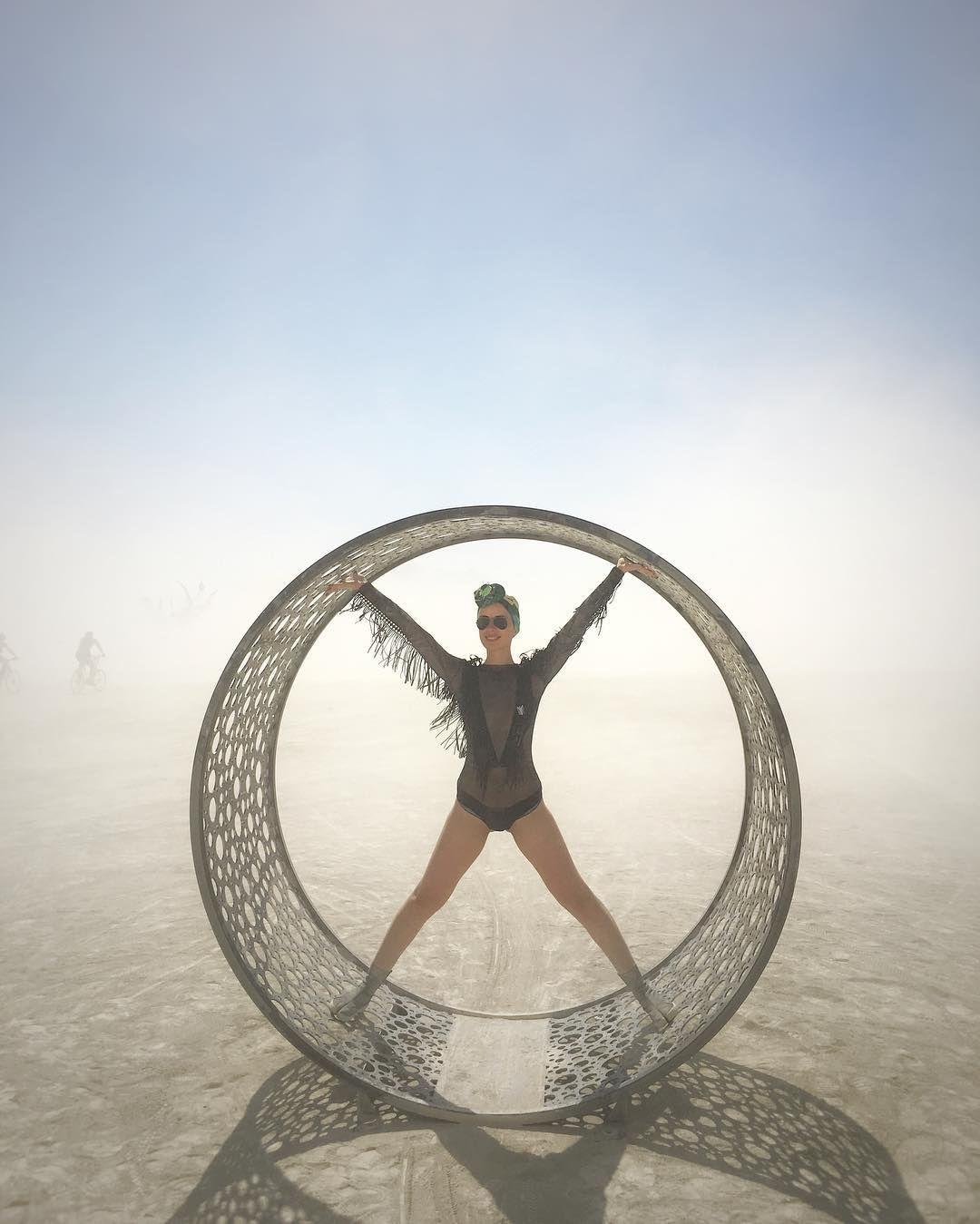 Пилюка, голі тіла та сучасне мистецтво: круті фото з фестивалю Burning Man 2017 - фото 336387