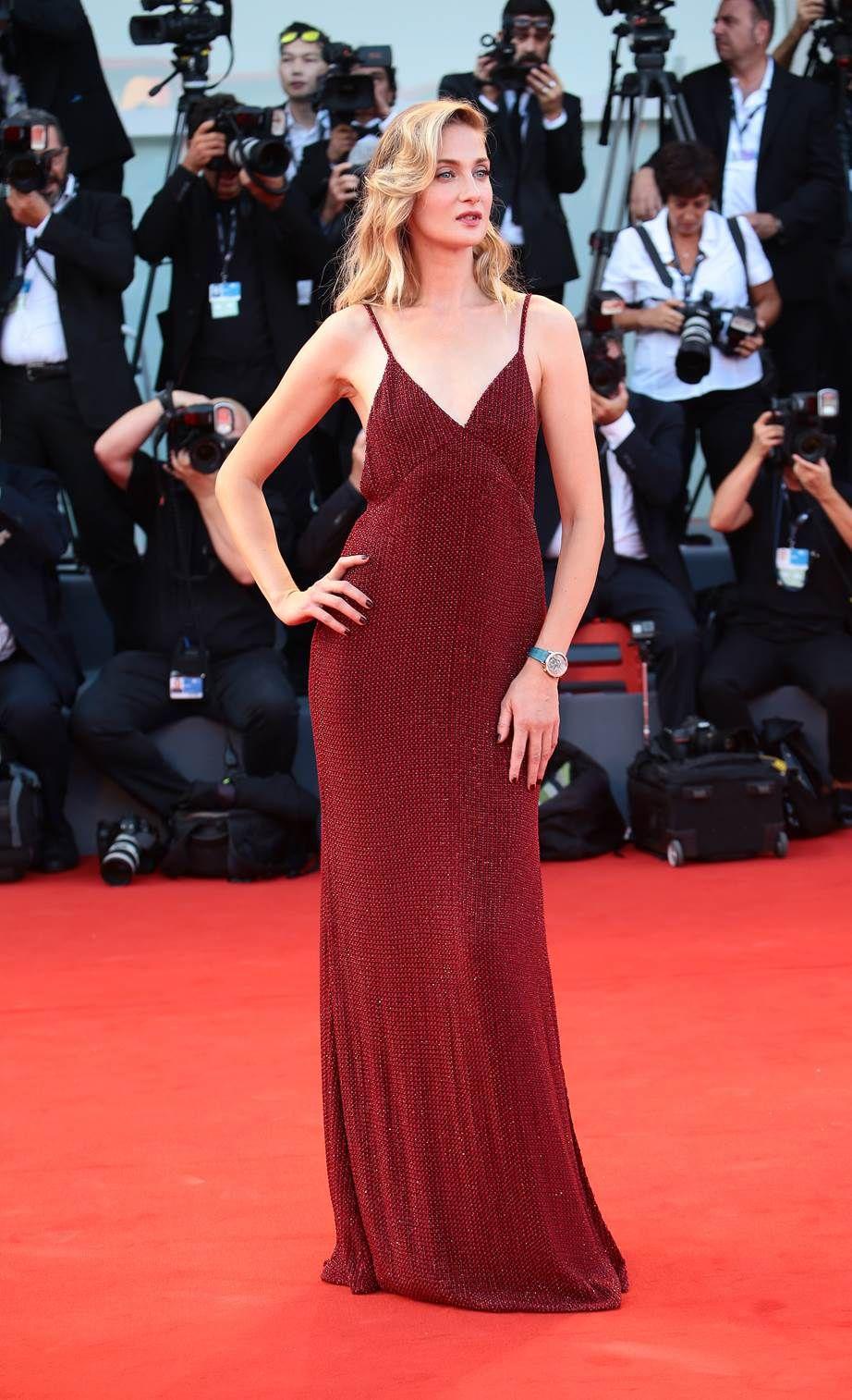 Розкішні сукні знаменитостей на відкритті Венеційського кінофестивалю-2017 - фото 336126
