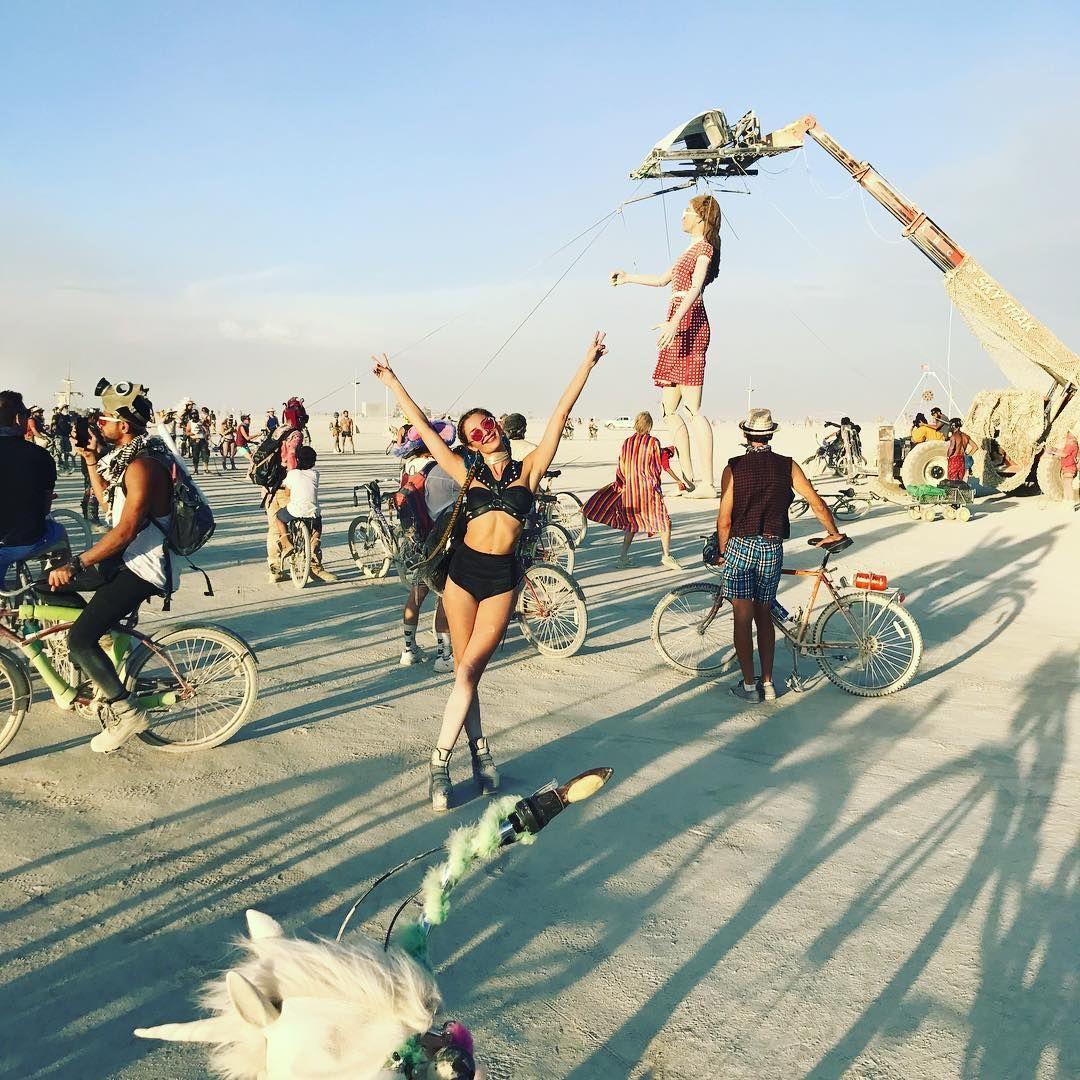 Пилюка, голі тіла та сучасне мистецтво: круті фото з фестивалю Burning Man 2017 - фото 336392