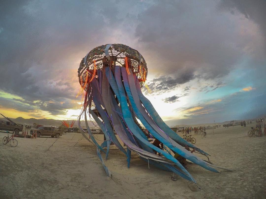 Пилюка, голі тіла та сучасне мистецтво: круті фото з фестивалю Burning Man 2017 - фото 336410