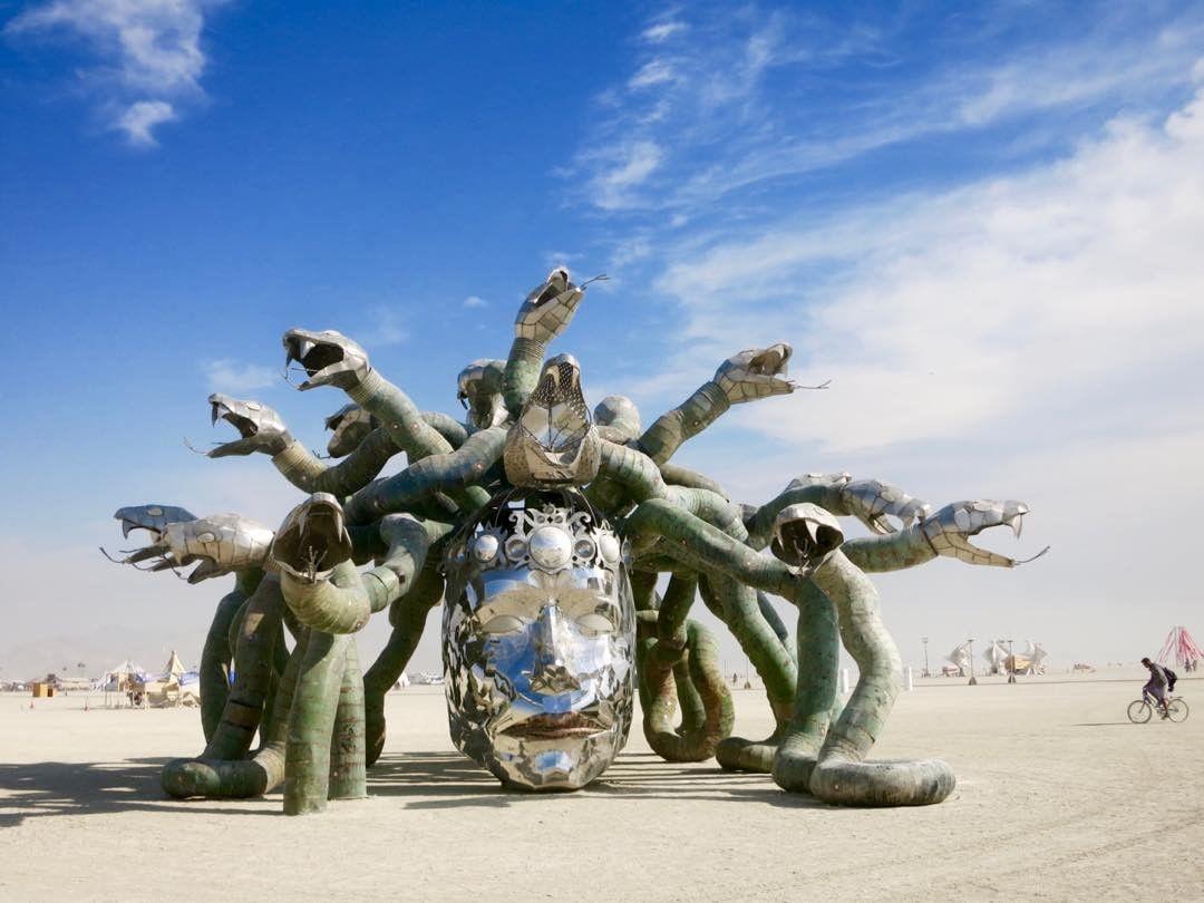 Пилюка, голі тіла та сучасне мистецтво: круті фото з фестивалю Burning Man 2017 - фото 336398
