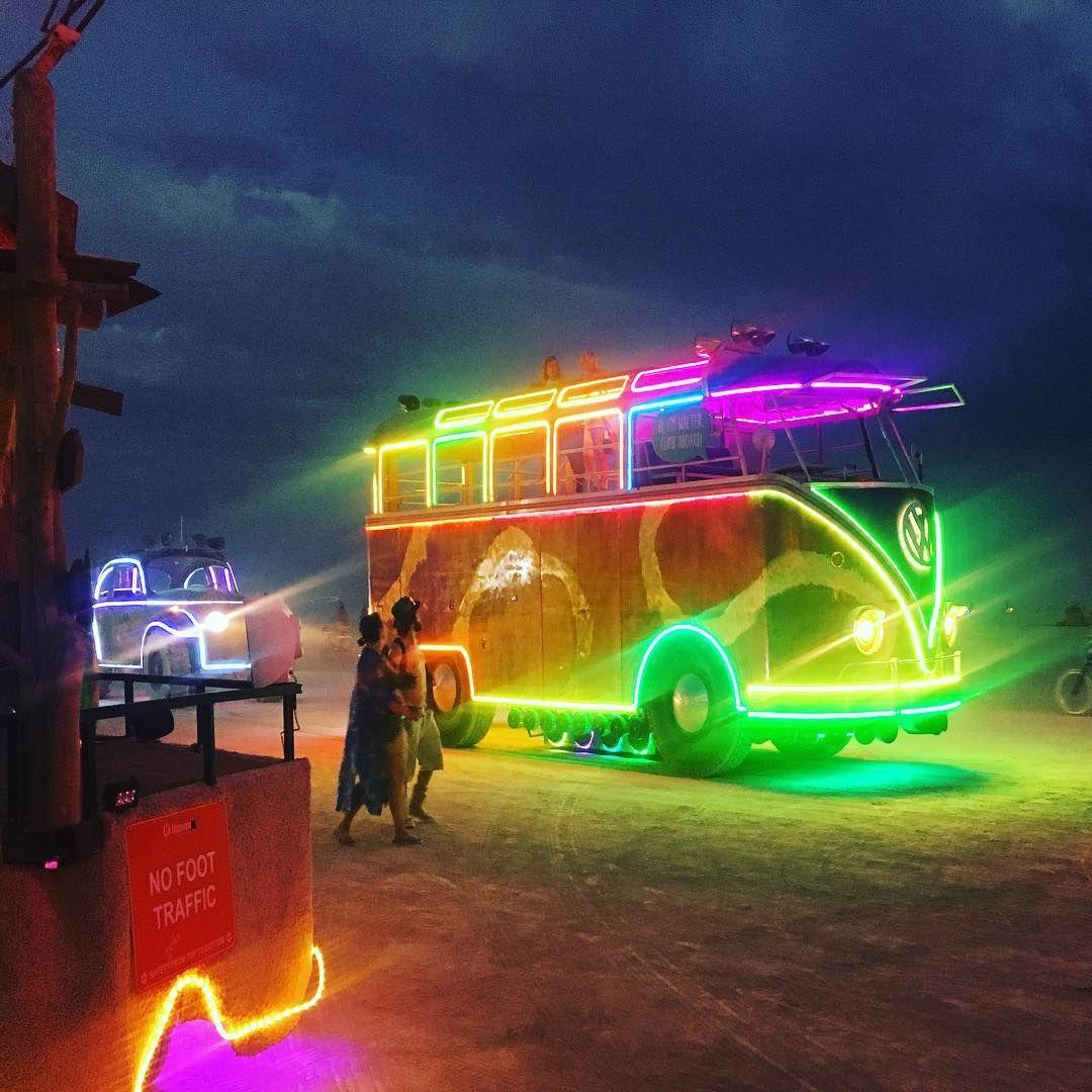 Пилюка, голі тіла та сучасне мистецтво: круті фото з фестивалю Burning Man 2017 - фото 336385