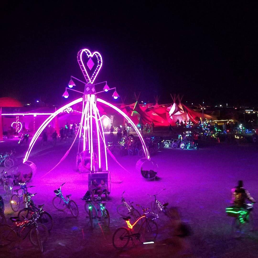 Пилюка, голі тіла та сучасне мистецтво: круті фото з фестивалю Burning Man 2017 - фото 336418