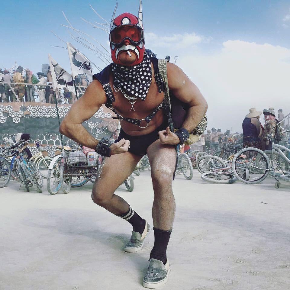 Пилюка, голі тіла та сучасне мистецтво: круті фото з фестивалю Burning Man 2017 - фото 336425