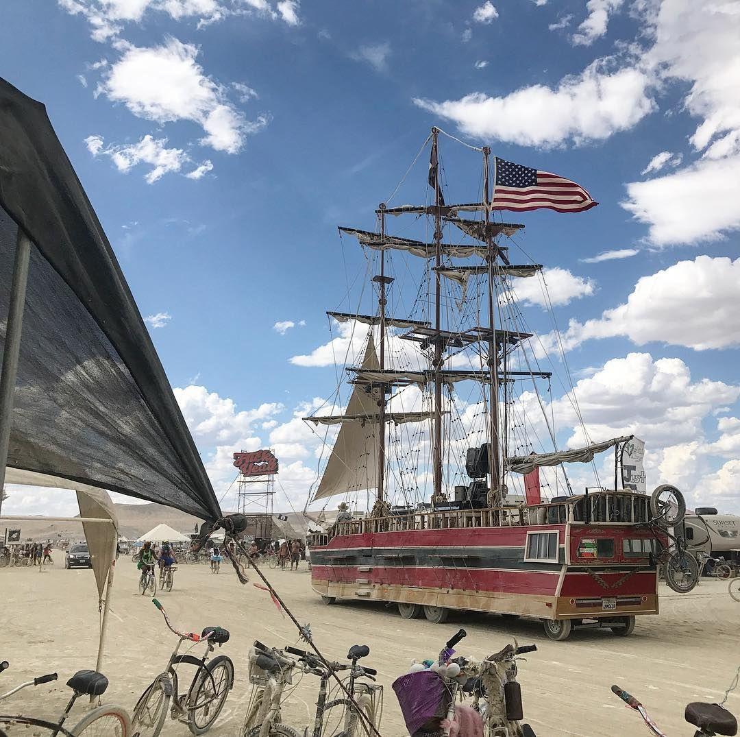 Пилюка, голі тіла та сучасне мистецтво: круті фото з фестивалю Burning Man 2017 - фото 336414