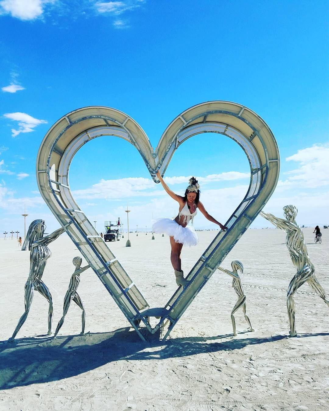 Пилюка, голі тіла та сучасне мистецтво: круті фото з фестивалю Burning Man 2017 - фото 336423
