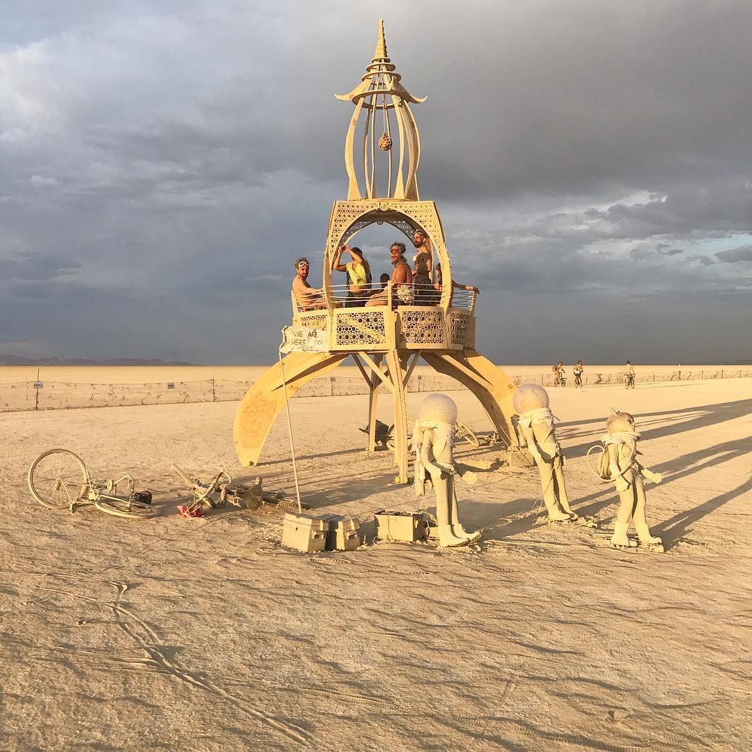 Пилюка, голі тіла та сучасне мистецтво: круті фото з фестивалю Burning Man 2017 - фото 336416