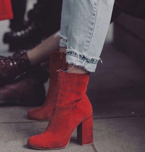 Тренды осени 2017: красный цвет и как его носить - фото 341129