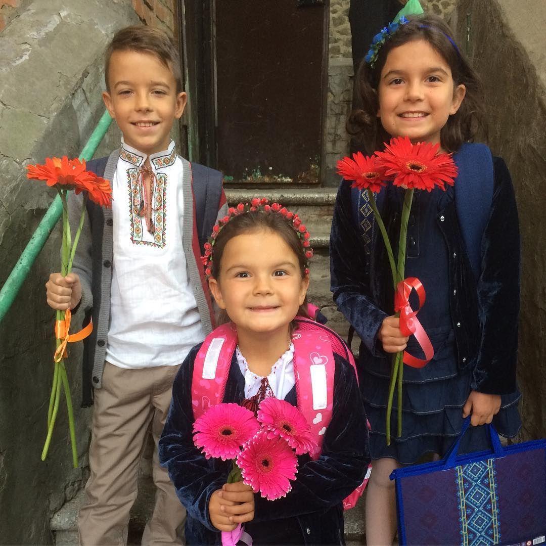День знань: як українські зірки своїх дітей до школи проводжали - фото 336517