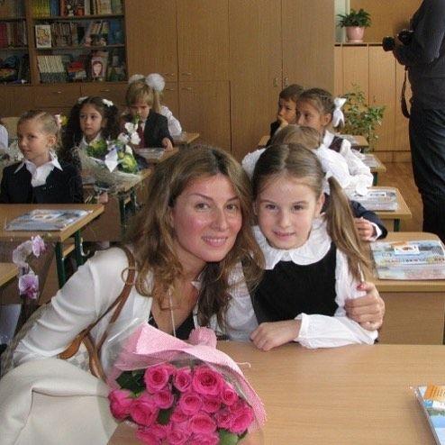 День знань: як українські зірки своїх дітей до школи проводжали - фото 336515