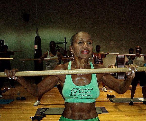 Тренування – сила: найспортивніша 80-річна бабуся у світі - фото 339021