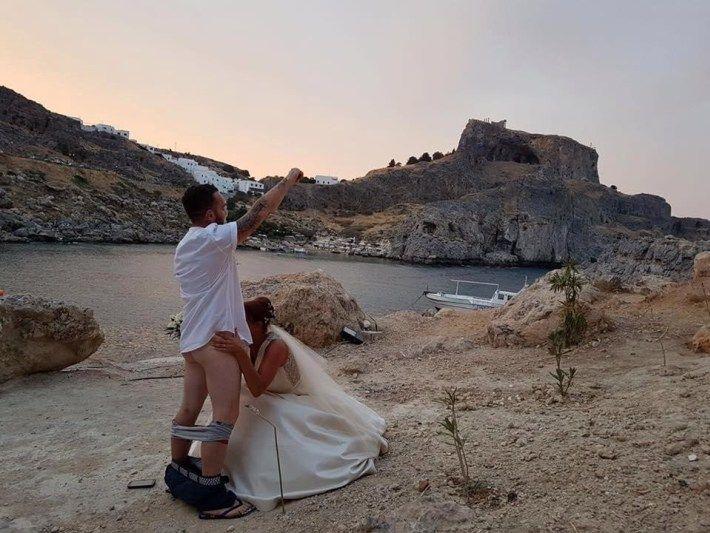 Новий скандальний секс-тренд у весільних фото і ось 7c8a5851f3a4e