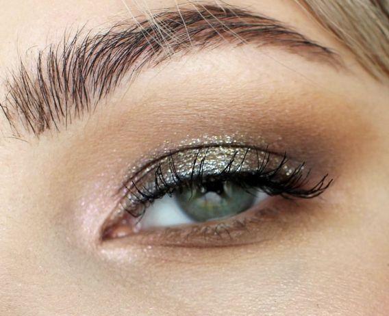 Золотой-тренд: как выглядит самый популярный новогодний макияж - фото 351075