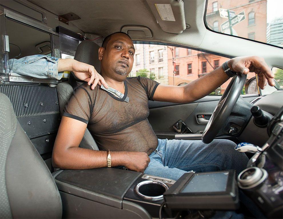Таксисты Нью-Йорка обнажили торсы и снялись для ежегодного календаря - фото 352449