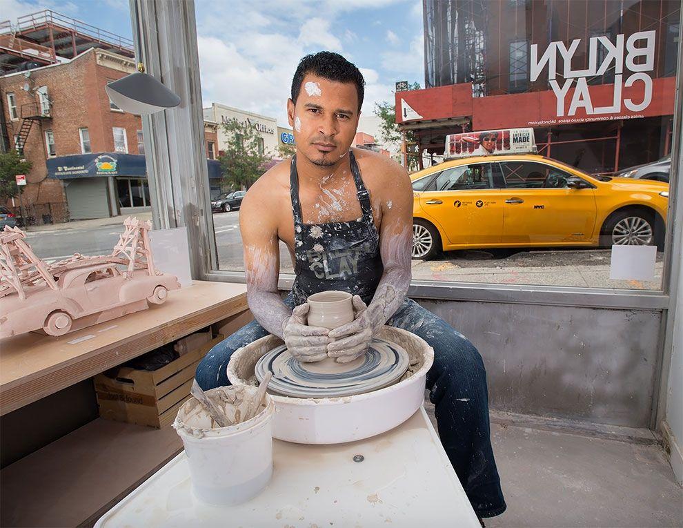 Таксисты Нью-Йорка обнажили торсы и снялись для ежегодного календаря - фото 352445