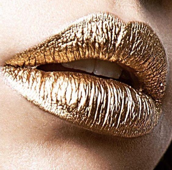 Золотой-тренд: как выглядит самый популярный новогодний макияж - фото 351073