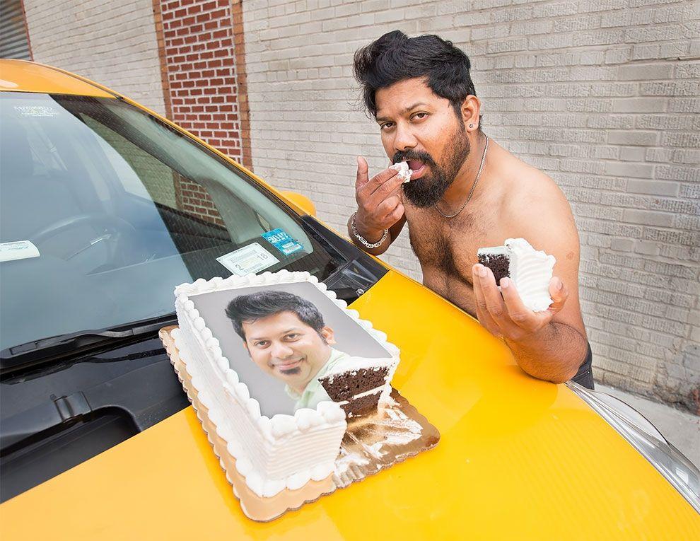 Таксисты Нью-Йорка обнажили торсы и снялись для ежегодного календаря - фото 352451
