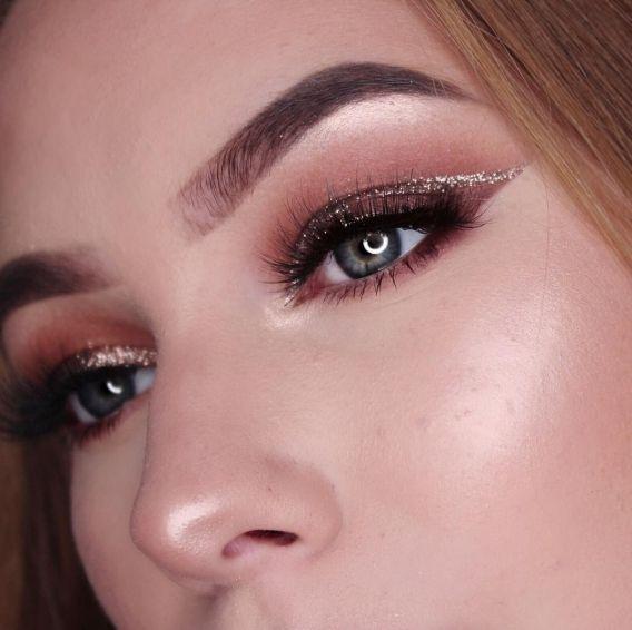 Золотой-тренд: как выглядит самый популярный новогодний макияж - фото 351085