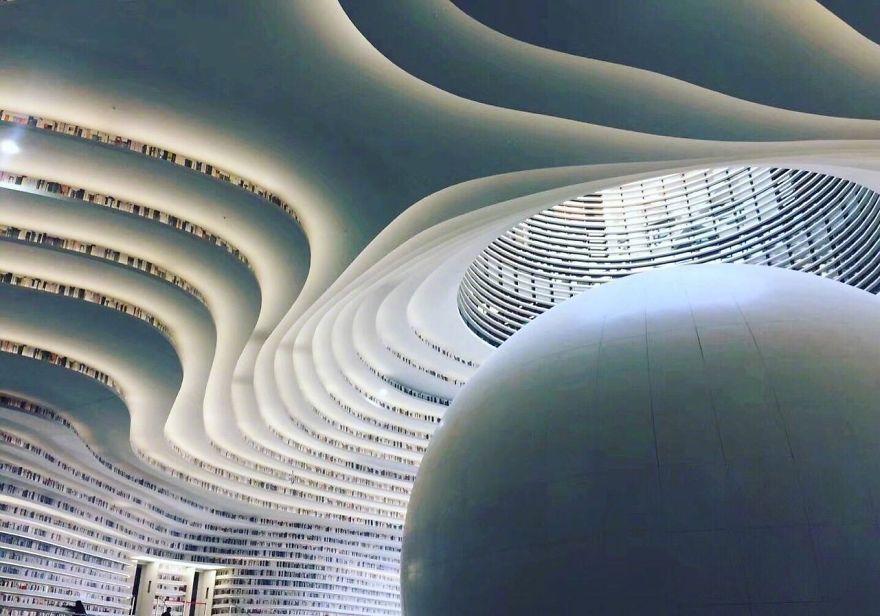 Китайцы открыли библиотеку с 1 миллионом книг и от ее вида перехватывает взгляд дыхание - фото 351016