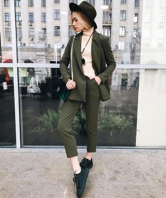 Streetstyle: як модно носити звичайну водолазку - фото 350785