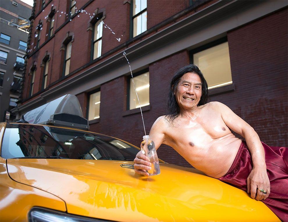 Таксисты Нью-Йорка обнажили торсы и снялись для ежегодного календаря - фото 352450