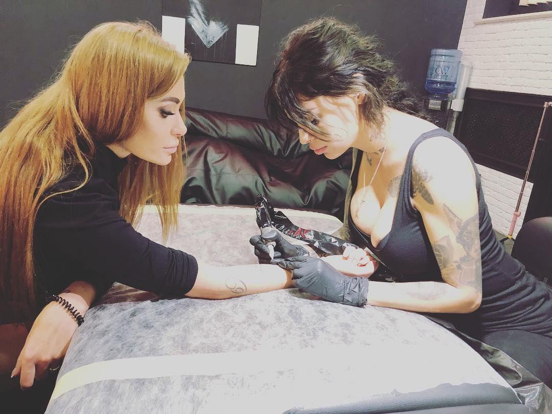 Слава Каминская сделала себе новое трогательное тату - фото 350082