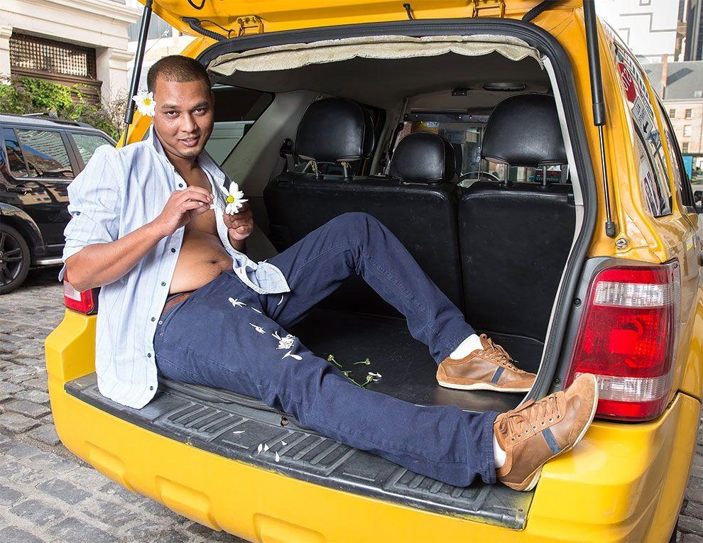 Таксисты Нью-Йорка обнажили торсы и снялись для ежегодного календаря - фото 352448
