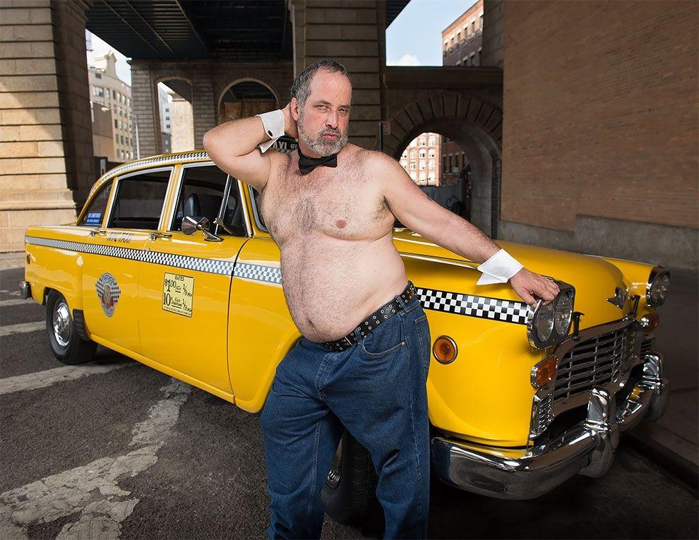 Таксисты Нью-Йорка обнажили торсы и снялись для ежегодного календаря - фото 352454
