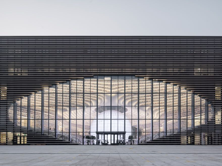 Китайцы открыли библиотеку с 1 миллионом книг и от ее вида перехватывает взгляд дыхание - фото 351013