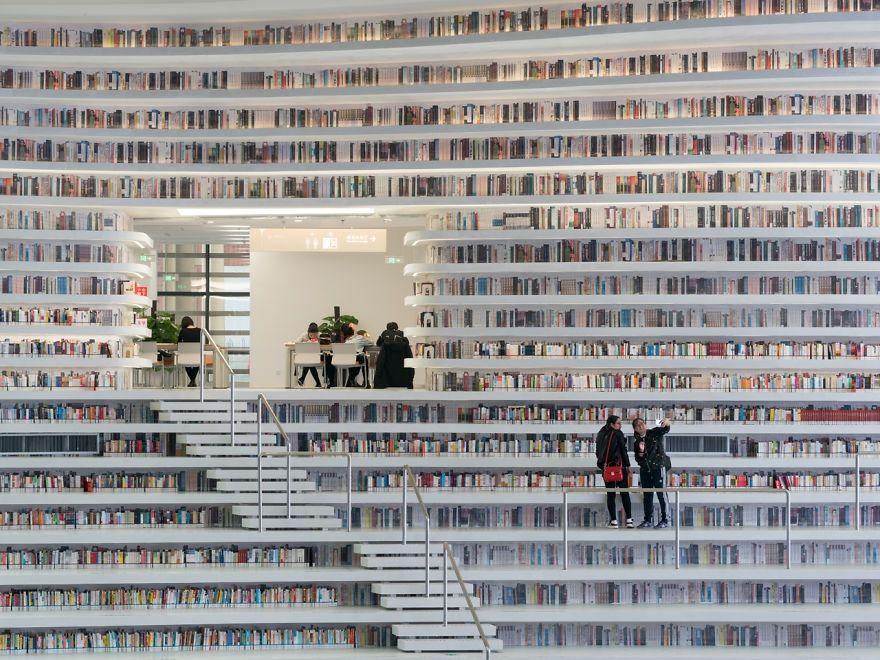Китайцы открыли библиотеку с 1 миллионом книг и от ее вида перехватывает взгляд дыхание - фото 351017