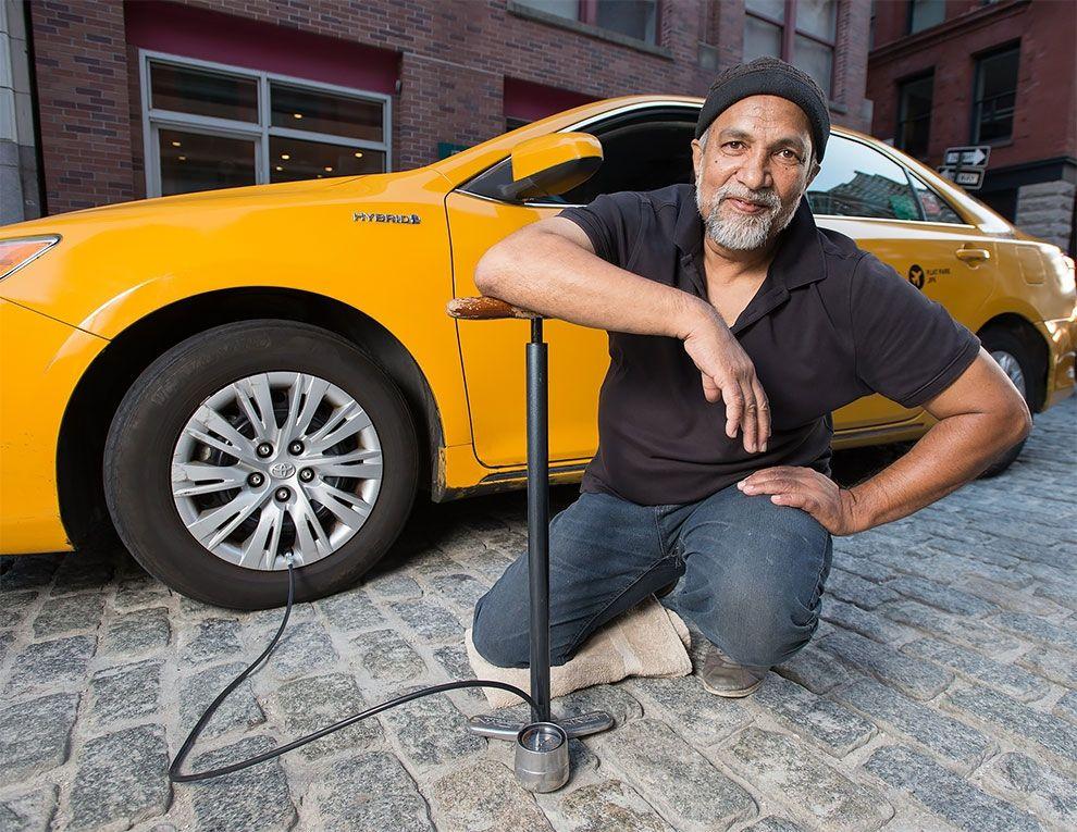Таксисты Нью-Йорка обнажили торсы и снялись для ежегодного календаря - фото 352453