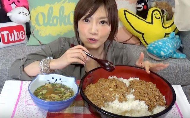 Суперспособности: девушка из Японии ест за десятерых и это все в ней помещается - фото 359484