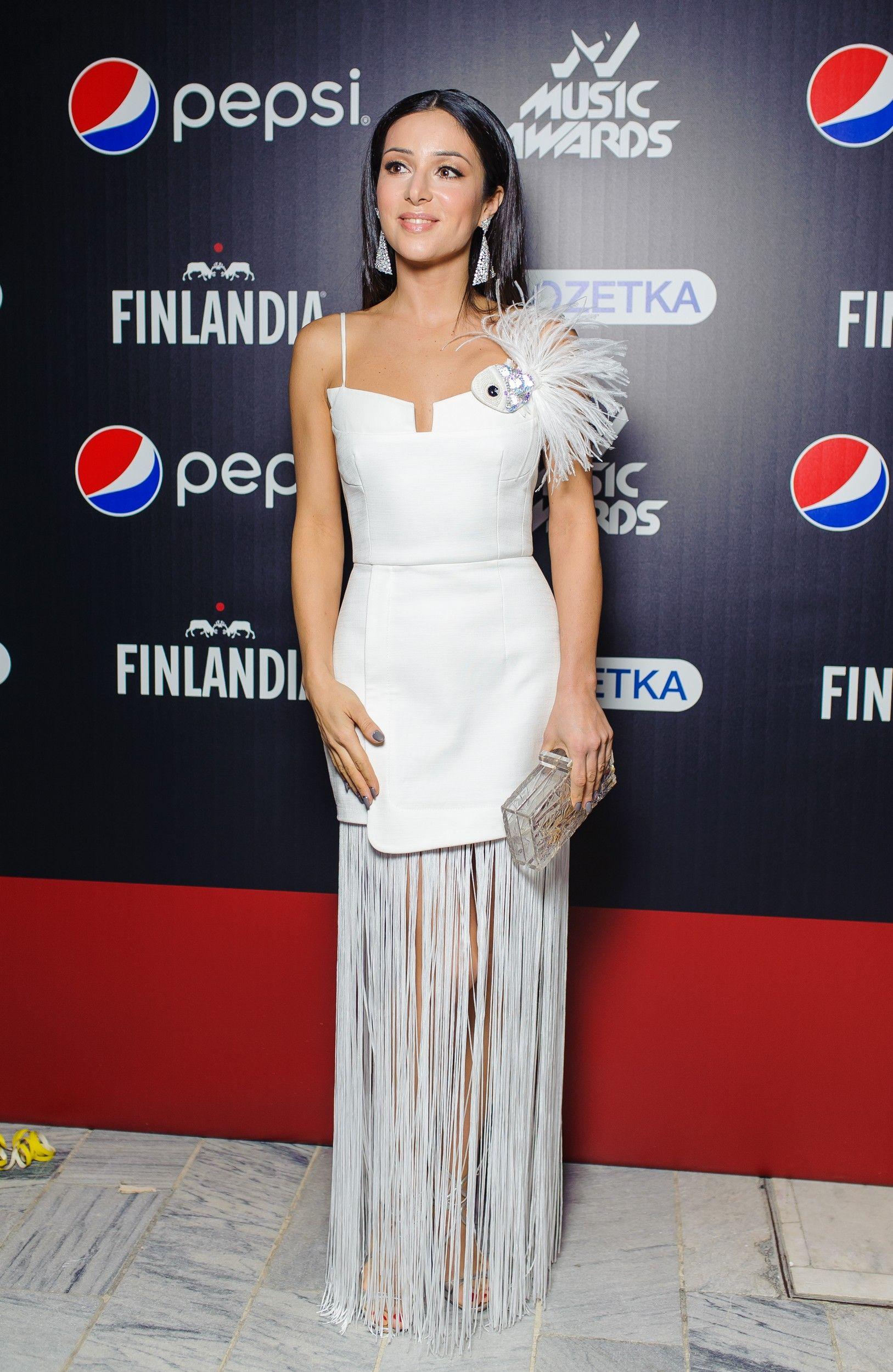 M1 Music Awards 2017: лучшие образы звезд с красной дорожки - фото 356112