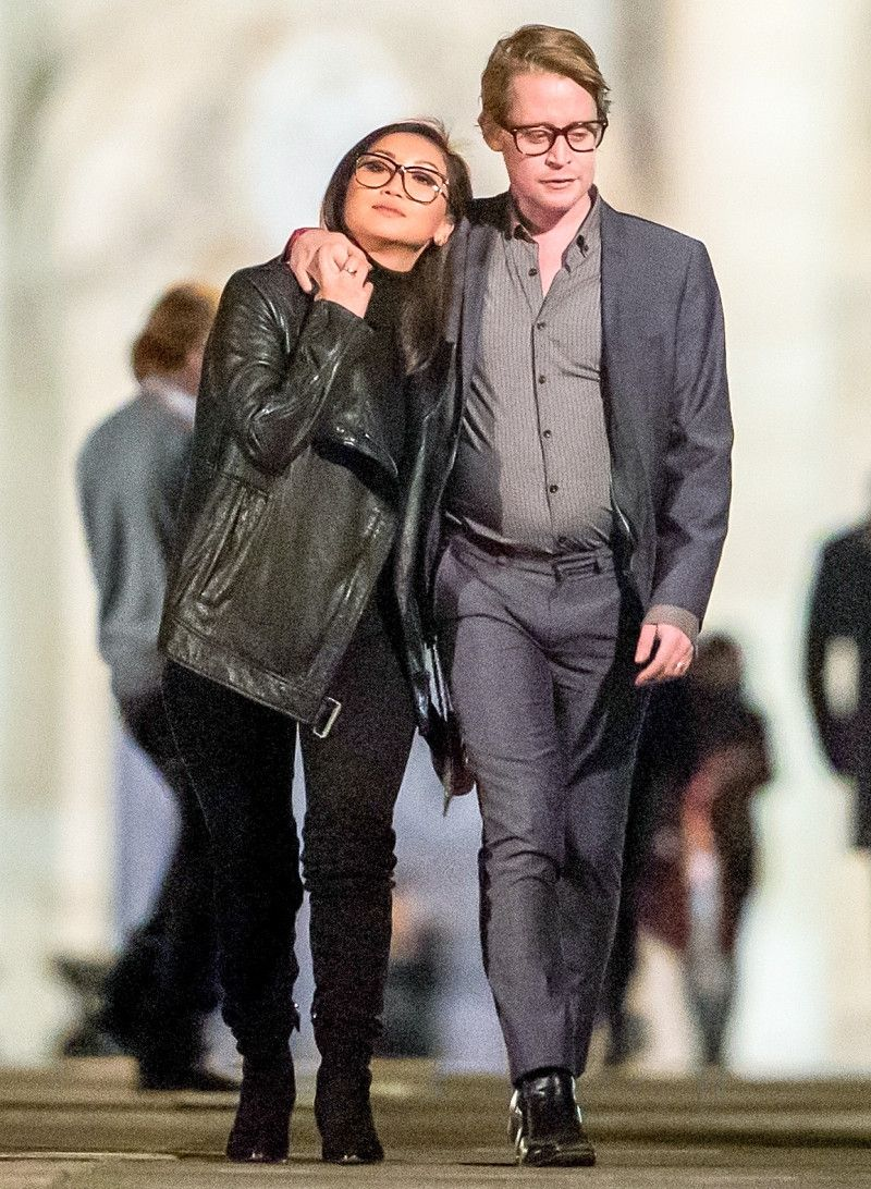 Уже не тот: Маколей Калкин засветил свой большой живот в Париже - фото 355443