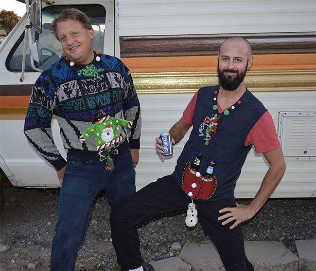 Глупые и пошлые свитера, которые сделают тебя звездой этого Рождества - фото 355170
